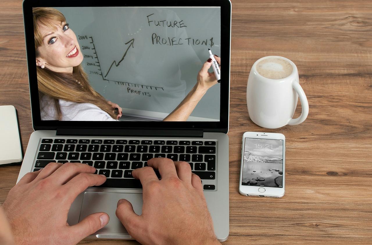 英語をオンラインで勉強するってあり?ビジネスで英語を使いこなす人が選ぶ勉強手段とは?